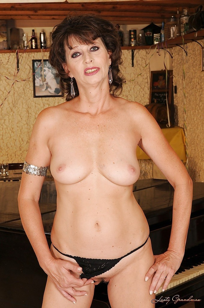 Голая 60 летняя женщина на фото