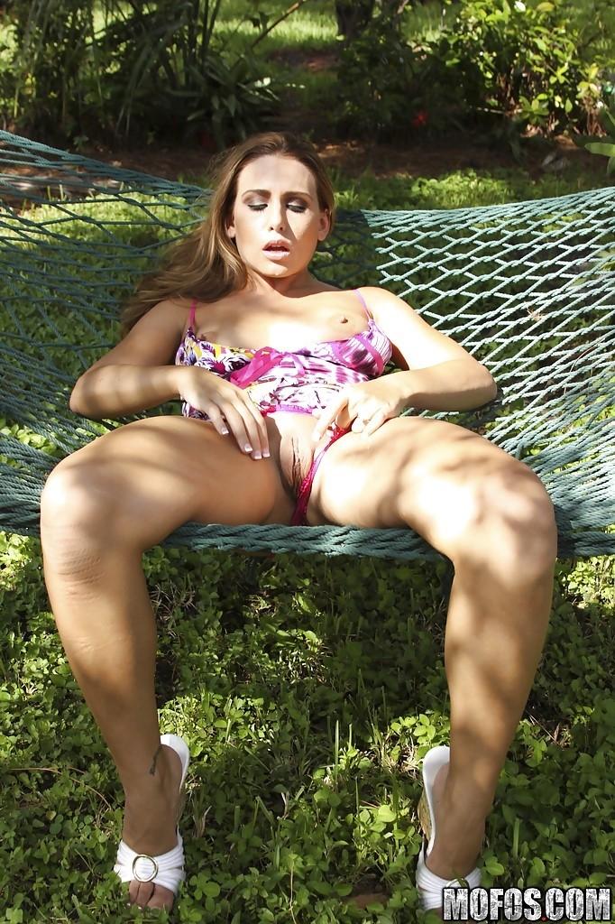 Фото скрытой камерой мастурбирующей женщины