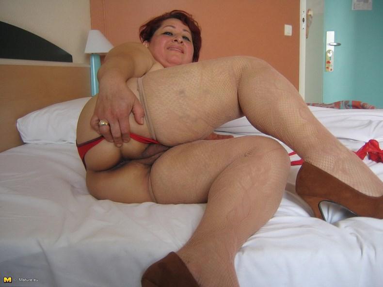 голая взрослая мать фото